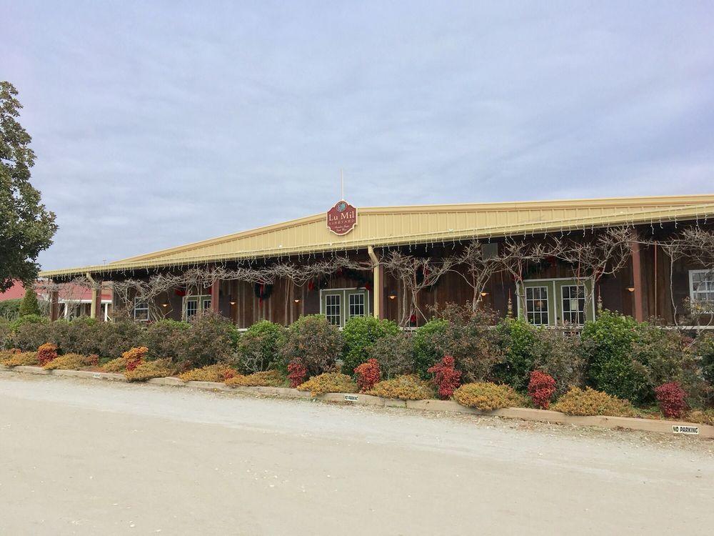 Lu Mil Vineyard: 438 Suggs-Taylor Rd, Elizabethtown, NC