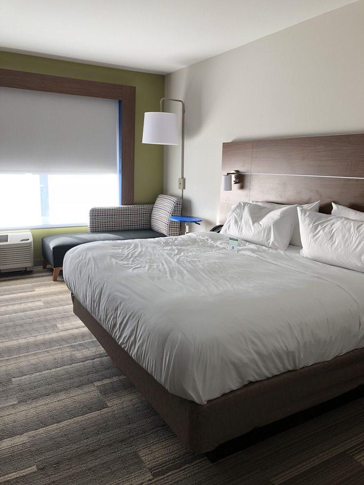 Holiday Inn Express & Suites Cincinnati NE - Redbank Road: 5311 Hetzell St, Cincinnati, OH
