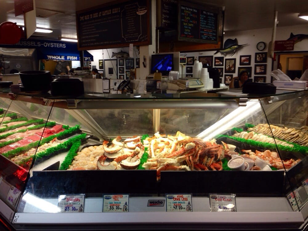 Inside captain kidd 39 s seafood market and restaurant in for Redondo beach fish market