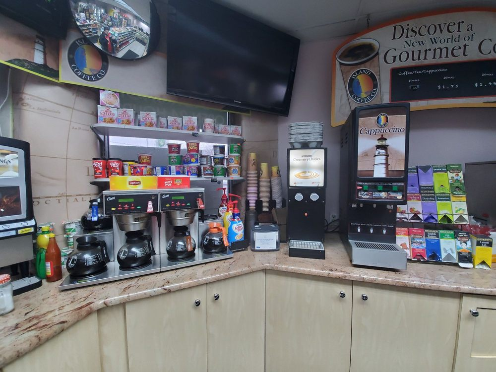 BP Gas Station: 73-15 Parsons Blvd 73rd Ave, Flushing, NY
