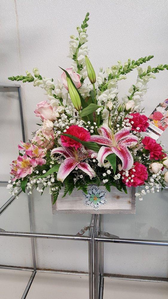 Helen's Flowers: 1309 N Wilson Rd, Radcliff, KY