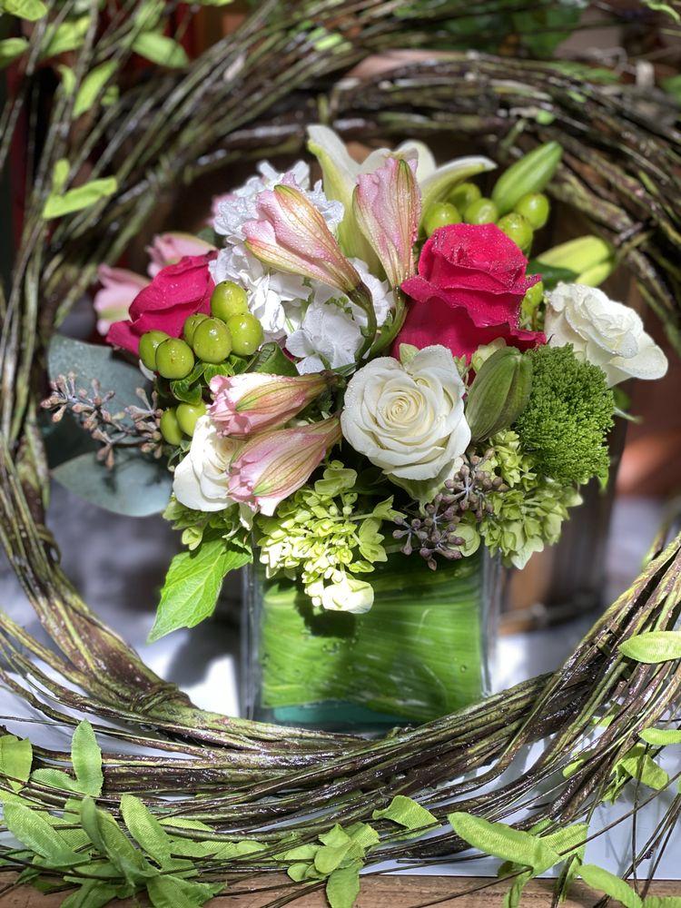 Artistic Flowers: 610 W Solomon St, Griffin, GA