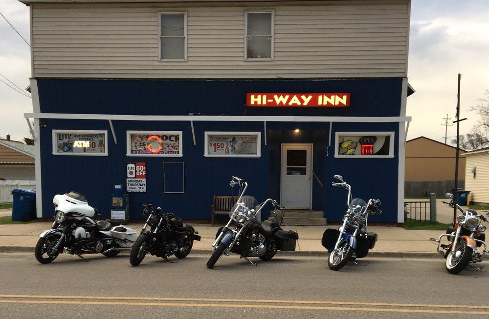 Hi-Way Inn: 715 Kosciusko St, Manistee, MI