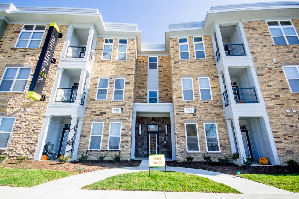 One One Six Apartments: 760 Walkabout Cir N, Carmel, IN