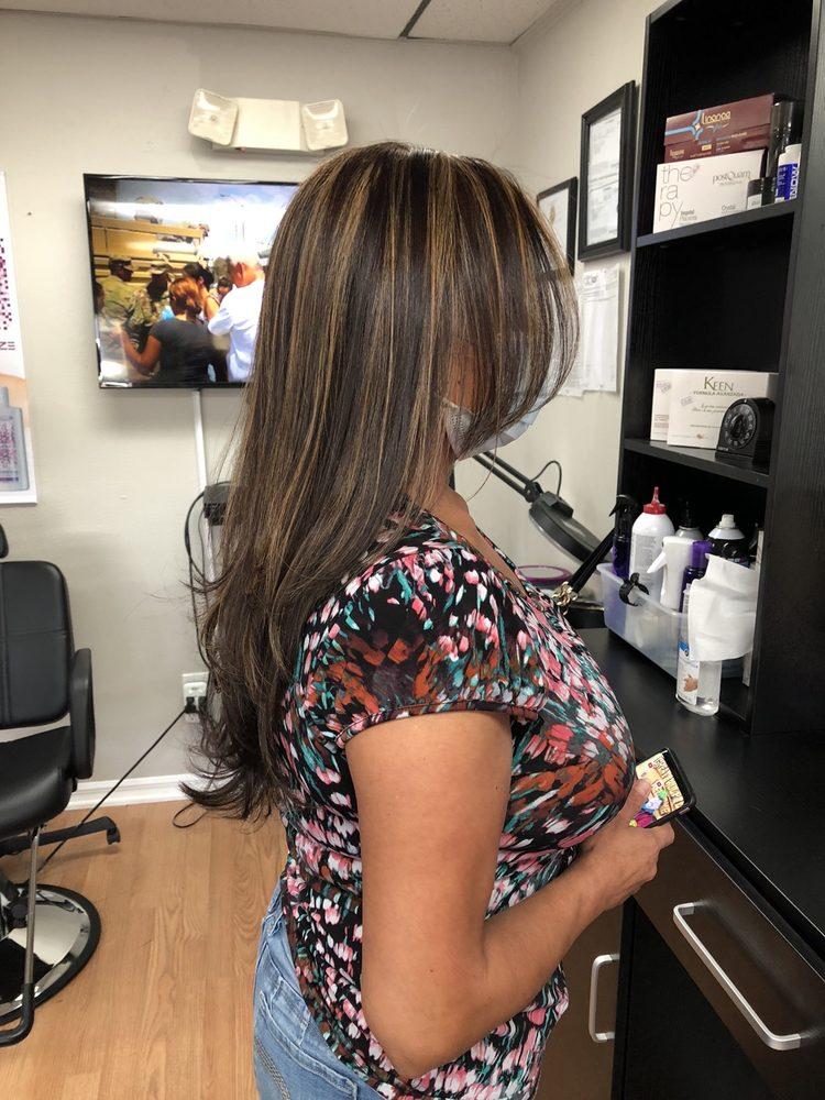 Glamour Hair Salon: 200a Us Hwy 27, Minneola, FL
