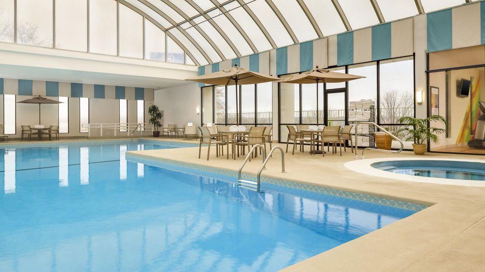 Sheraton Omaha Hotel: 655 N 108th Ave, Omaha, NE