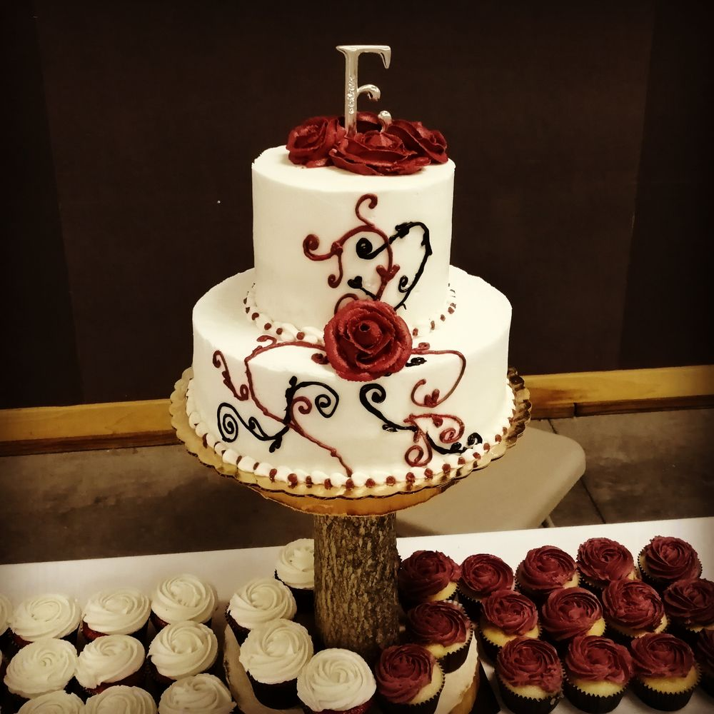 Casey's Cakes And Classes: 111 E Walnut St, Brownstown, IN