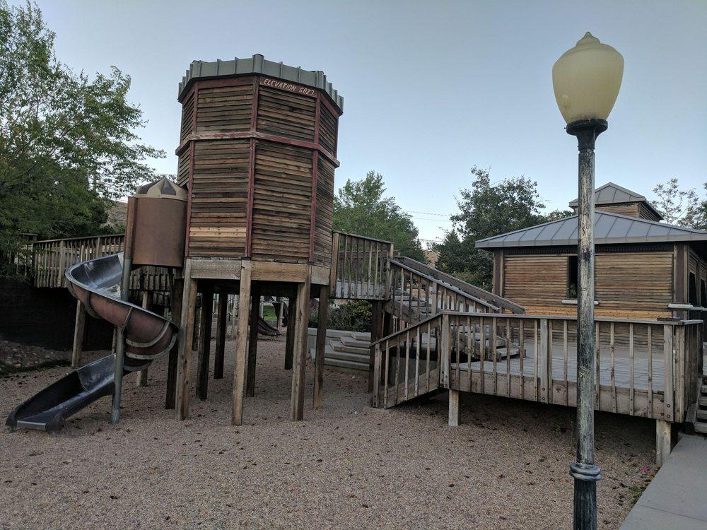 Tully Park: El Rancho Dr & W Elm St, Rawlins, WY