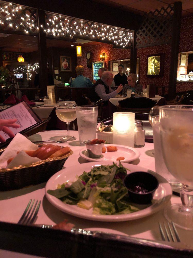 Digger's Sting Restaurant: 122 3rd St N, La Crosse, WI