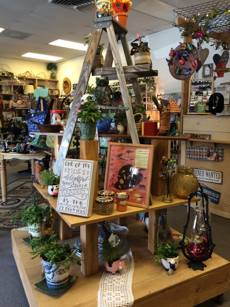 Prather Perk and Gift Boutique: 29533 Auberry Rd, Prather, CA
