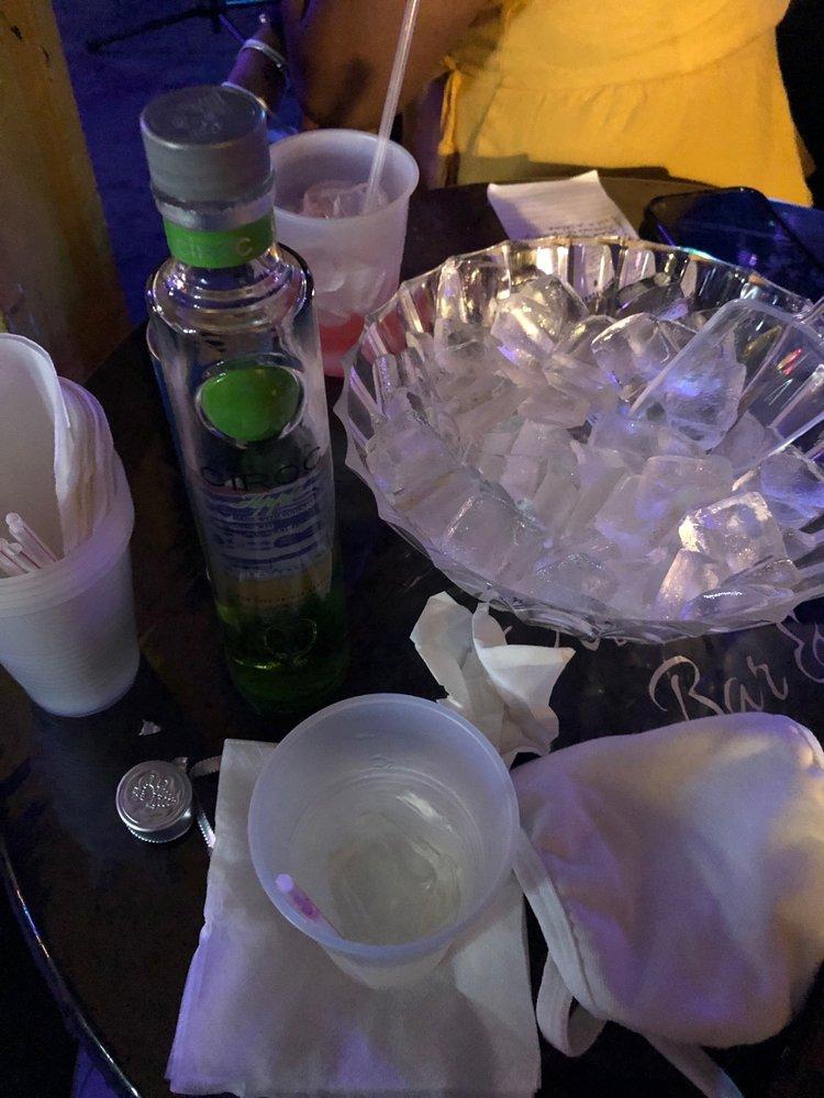 Sista Sista Bar & Grill