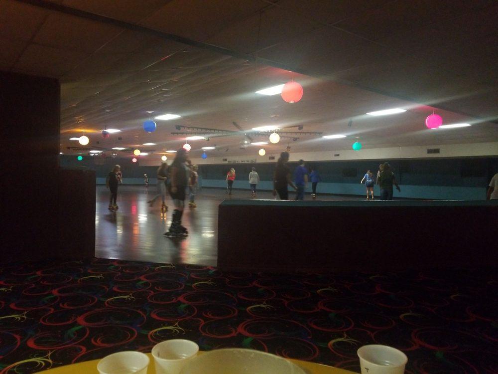 Rollerama: 4500 Stone Ave, Sioux City, IA