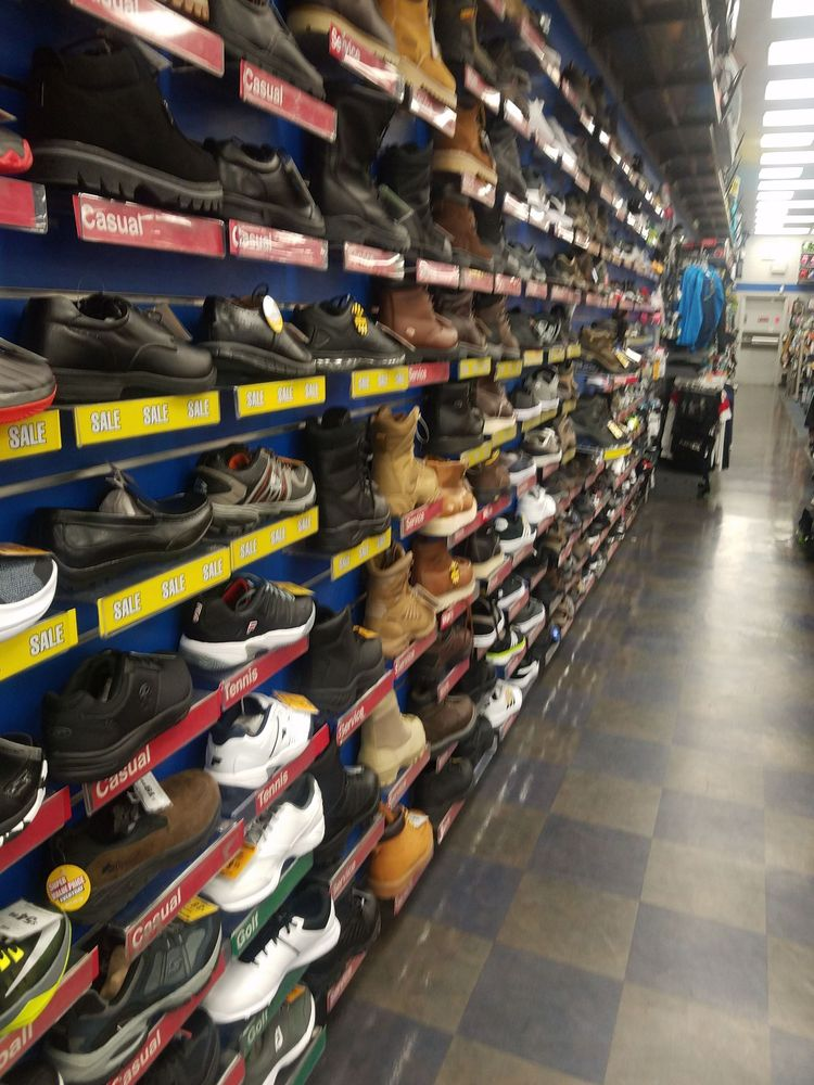 Big 5 Sporting Goods: 16873 Valley Blvd, Fontana, CA