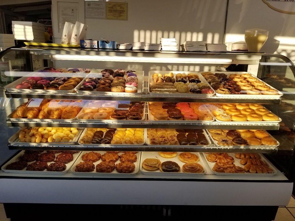 Donut Street Cafe: 17830 CA-49, Plymouth, CA