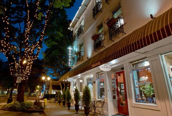 Camas Hotel: 405 NE 4th Ave, Camas, WA