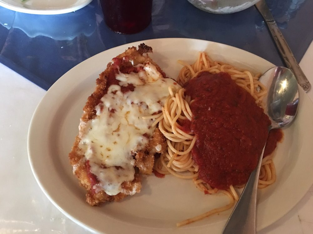 Giovanni's Italian restaurant: 320 N Bell St, Hamilton, TX
