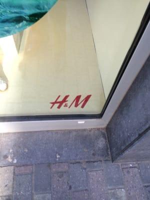 Jan 09, · La Ligue de Défense Noire Africaine (LDNA) se mobilise contre H&M et c'est tendu H&M crée la polémique avec une photo jugée raciste H&M s'est .