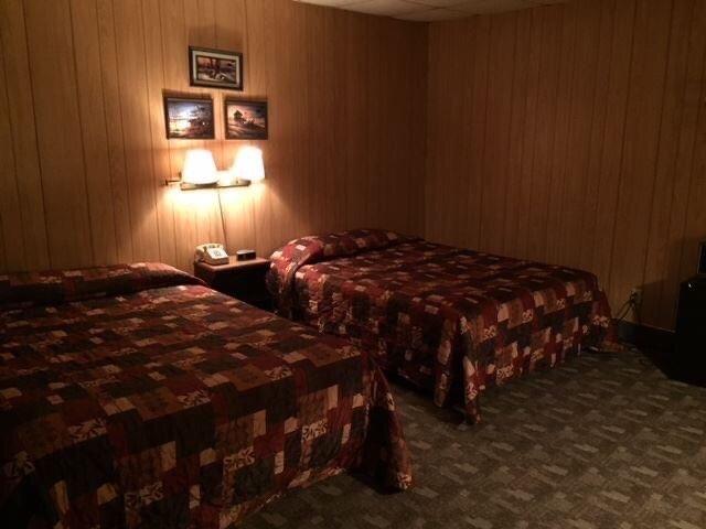 Wheatland Inn: 200 S Main St, Onida, SD