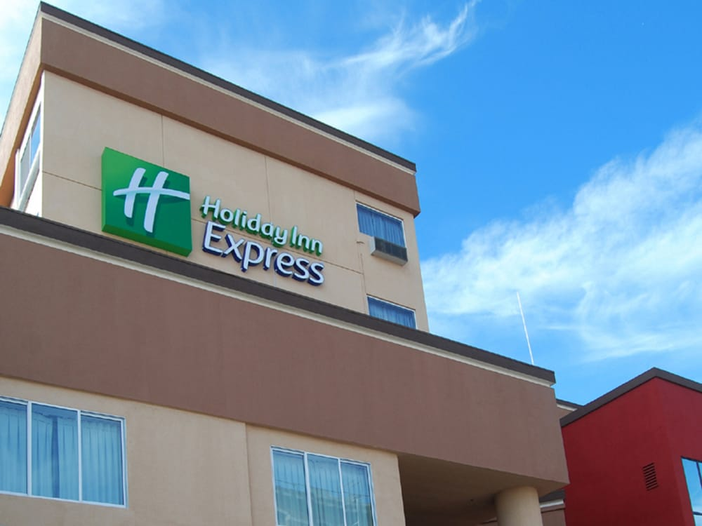 Holiday Inn Express & Suites Los Angeles Downtown West