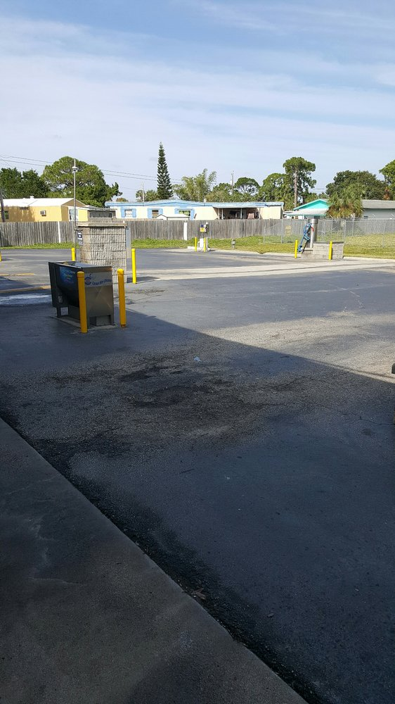 Peachtree Wash Car: 636 Peachtree St, Cocoa, FL