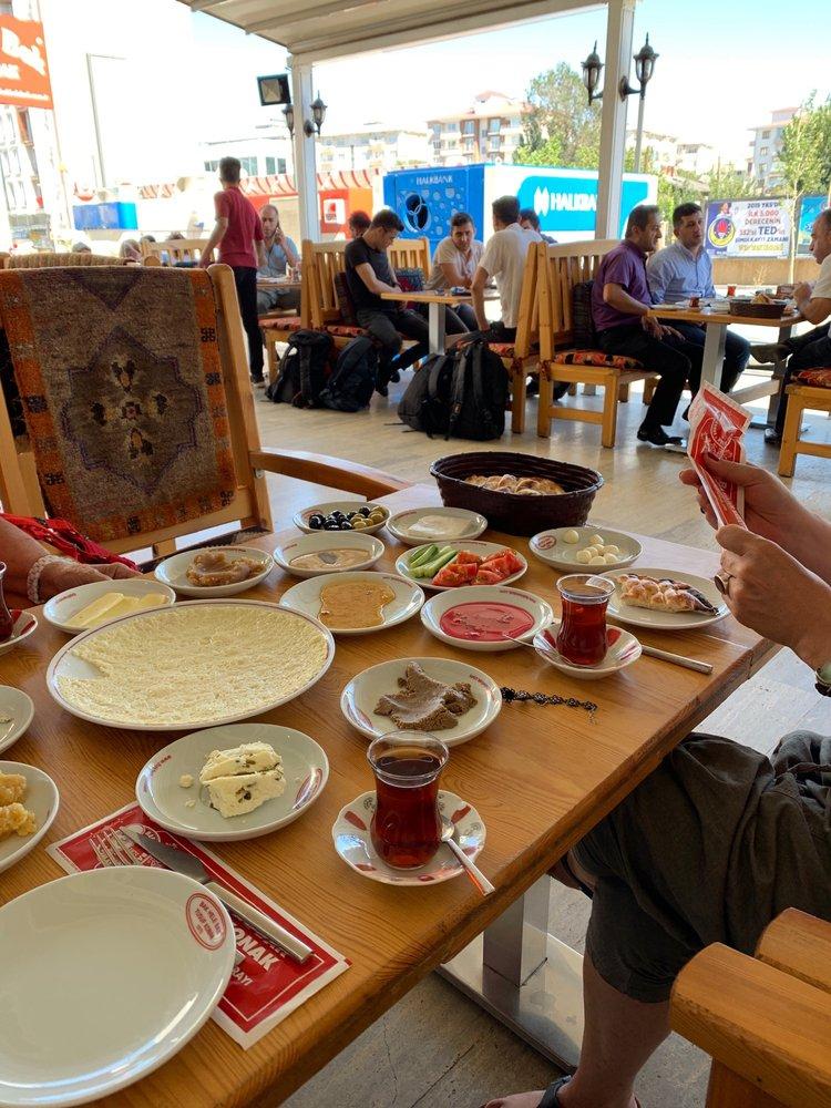 Bak Hele Bak Yusuf Konak Kahvaltı ve Kültür Sarayı: Cumhuriyet Cad., Van, 65
