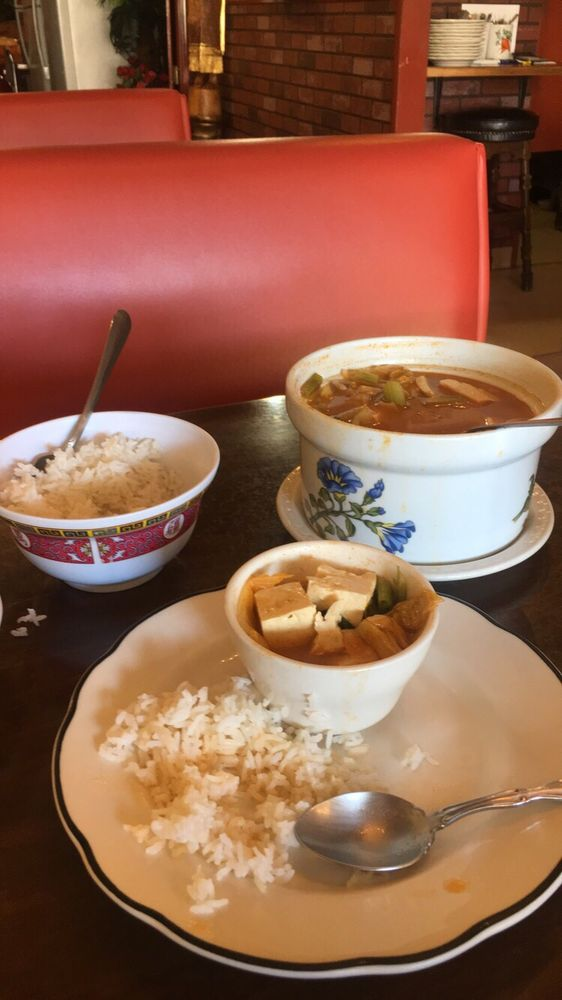 Elkhorn Club & Linda's Thai Room: 457 N Broadway Ave, Burns, OR