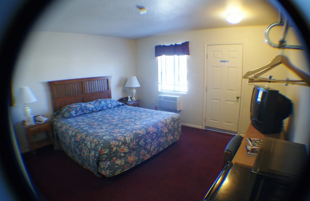 Traveler's Motel: 3910 Main St, Cottonwood, CA