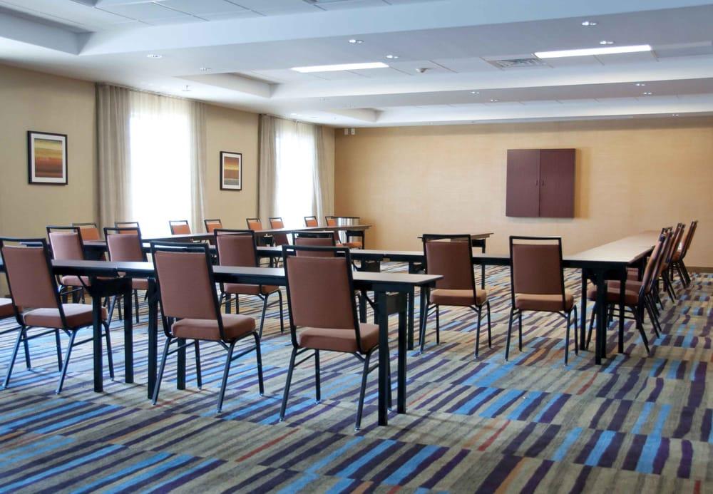 Fairfield Inn & Suites Des Moines Urbandale: 8661 Plum Dr, Urbandale, IA