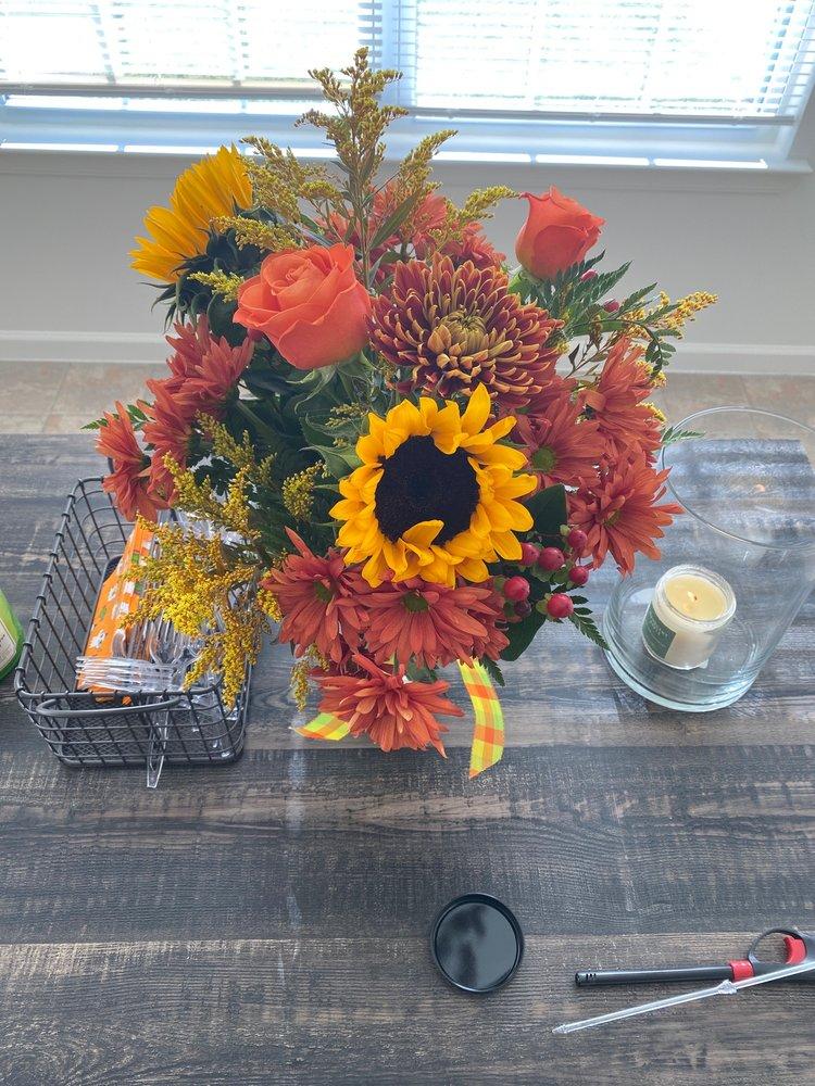Cynthia's Flower Shop: 14 Railroad Ave, Wrightstown, NJ