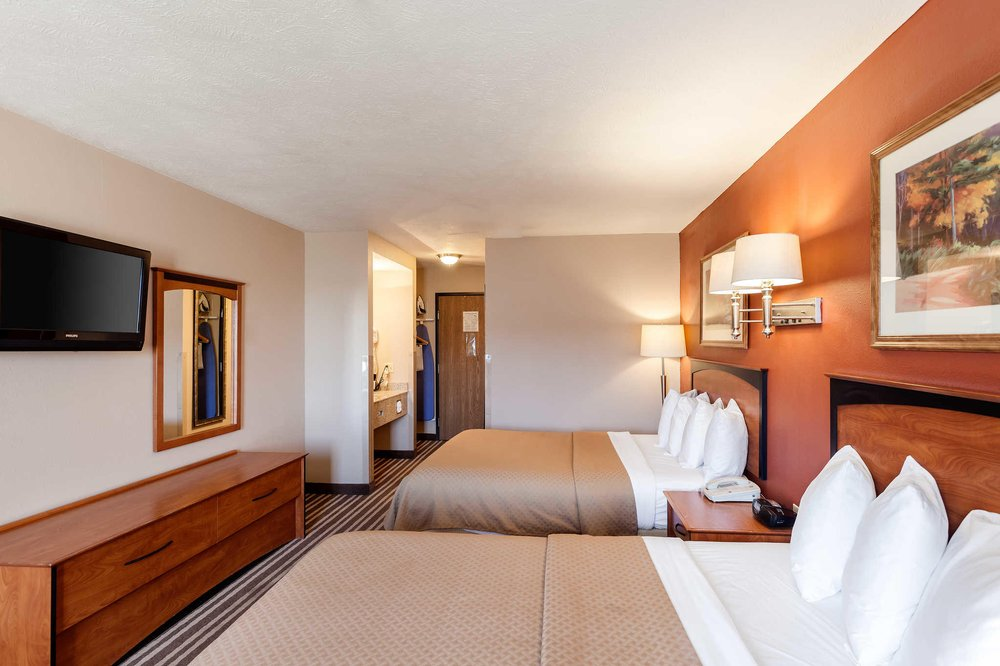 Quality Inn: 203 W 33rd St, Hastings, NE