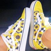 b75dbd2e06fdc5 Vans - 42 photos   44 avis - Magasins de chaussures - 420 S Garfield ...