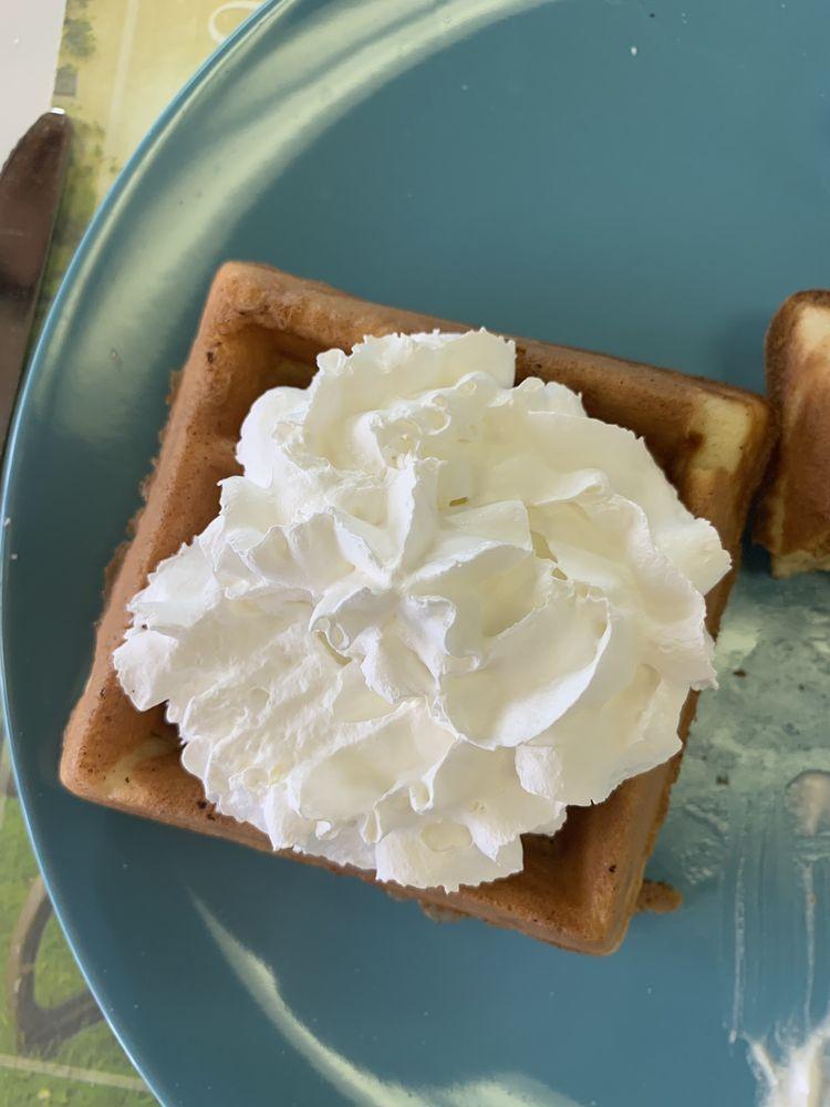 Sylvia's waffles: 2152 Drew St, Clearwater, FL