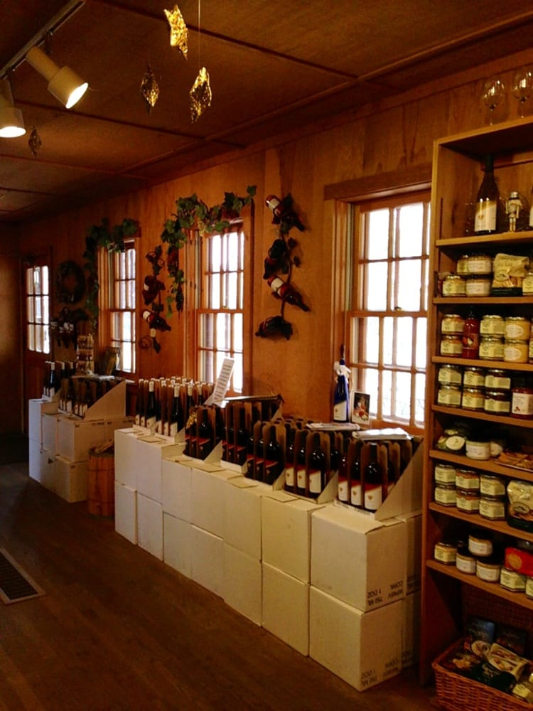 White Cross Cellars: 755 48th Ave, Amana, IA