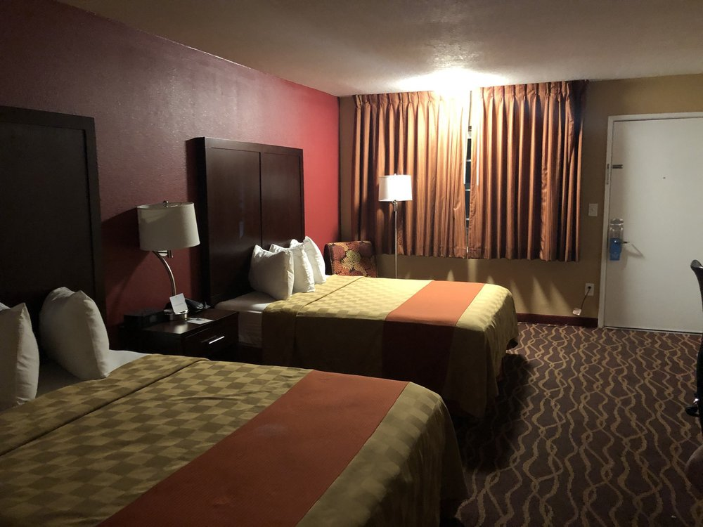 Days Inn by Wyndham Roseburg: 790 NW Garden Valley Blvd, Roseburg, OR