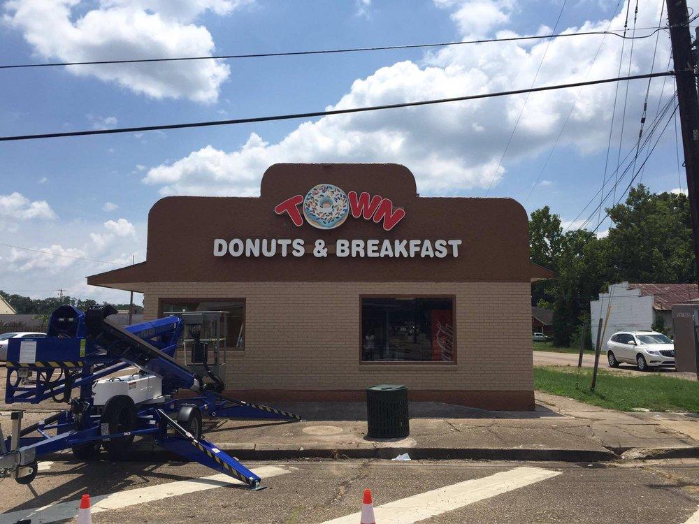 Town Donuts & Breakfast: 221 West Oak St, Amite City, LA