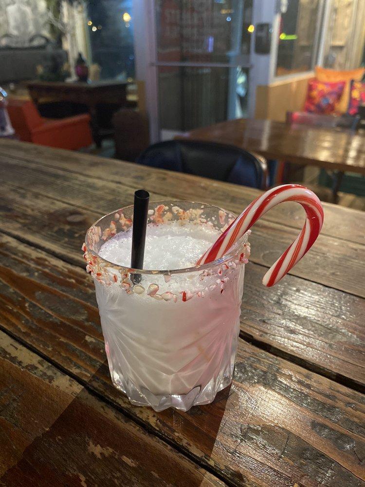 Sir's Martini Lounge: 309 W Van Buren Ave, Harlingen, TX