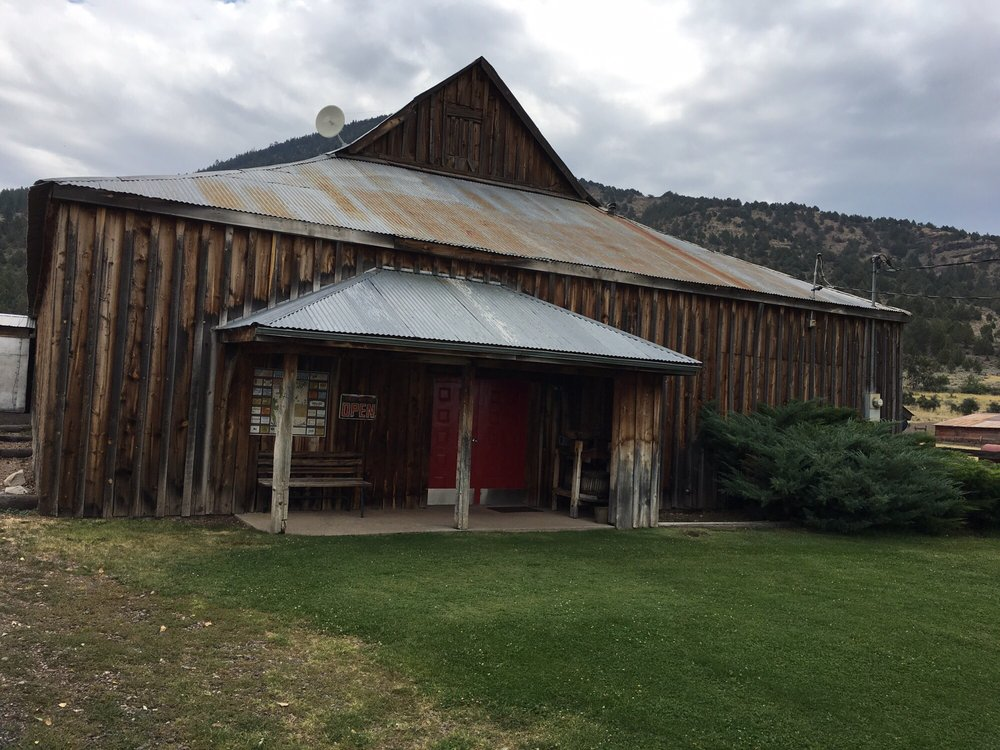 Stringer's Orchard Winery & Distillery: 60090 Highway 395, Davis Creek, CA