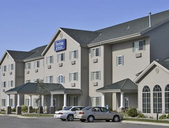Travelodge & Suites by Wyndham Fargo/Moorhead: 3027 S Frontage Rd, Moorhead, MN