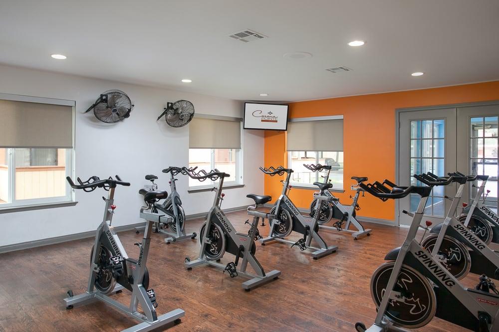 Corona pointe resort apartments 48 photos 82 reviews for 11801 pierce st 2nd floor riverside ca 92505