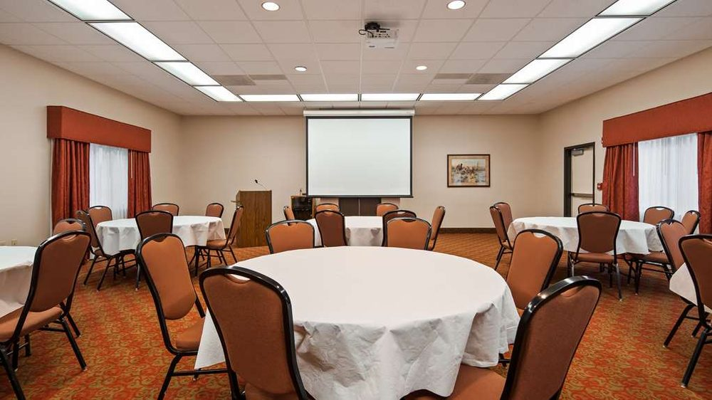 SureStay Plus Hotel by Best Western Coffeyville: 605 Northeast St, Coffeyville, KS