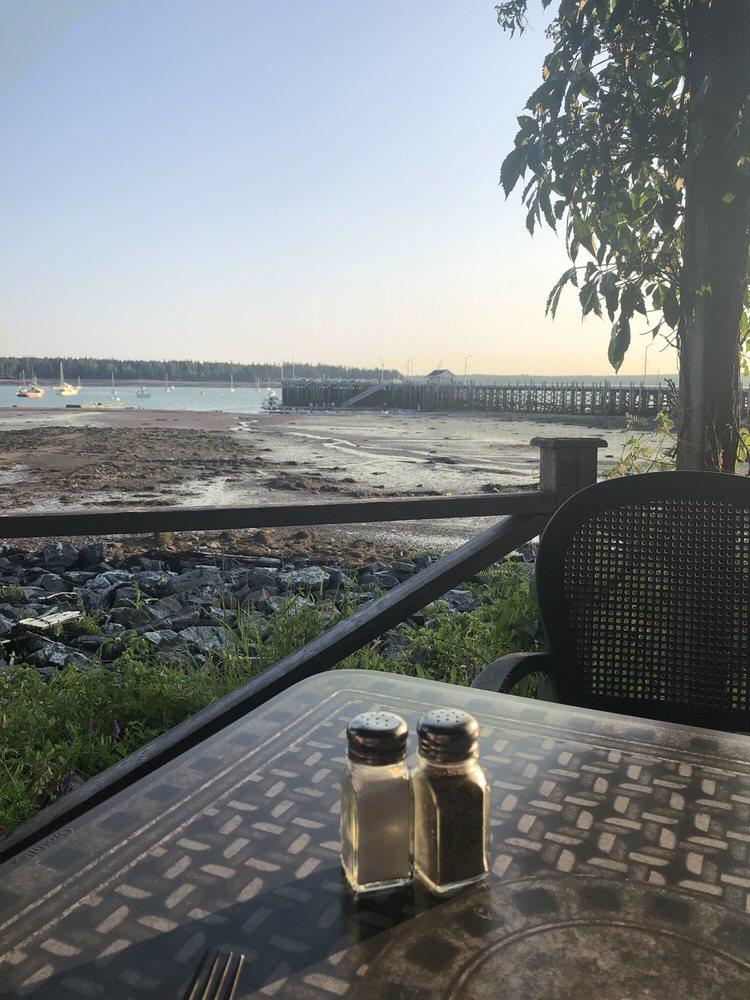 Harbour Front Restaurant: 225 Water St, St Andrews, NB