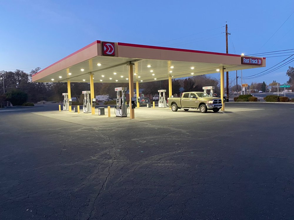 Fast Track Gas & Food: 8099 State Highway 99E, Los Molinos, CA