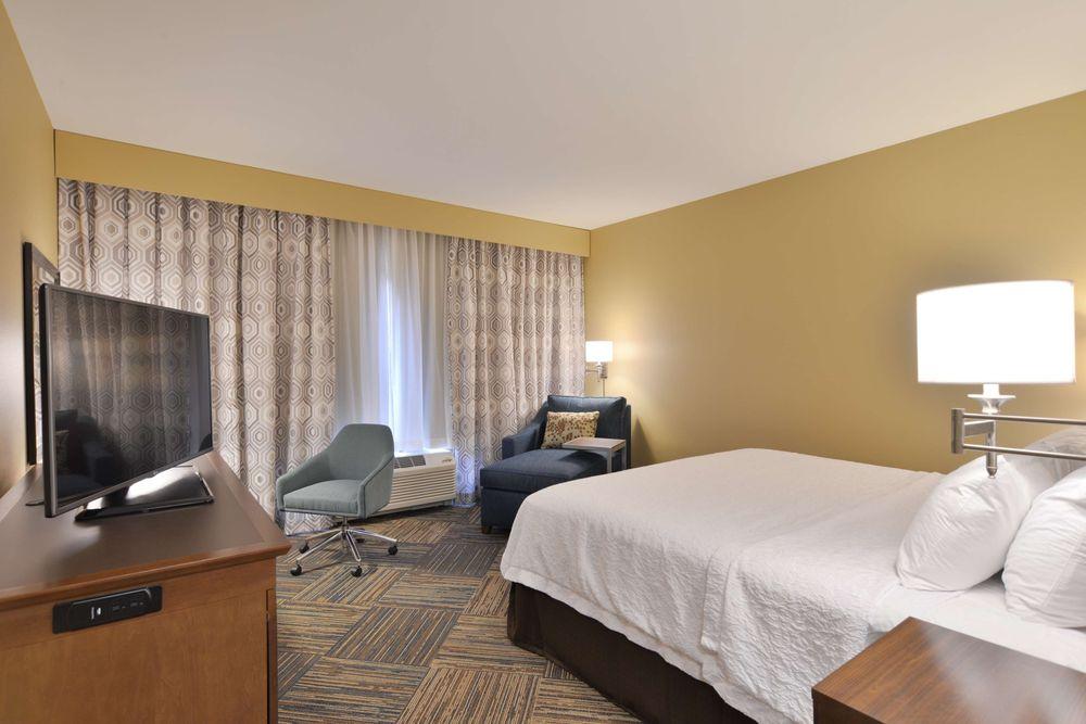 Hampton Inn & Suites Chippewa Falls: 12707 30th Ave, Chippewa Falls, WI