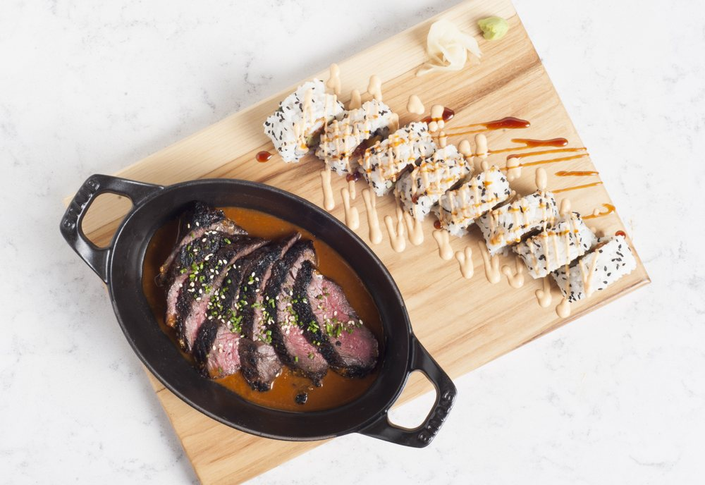 Earls Kitchen + Bar: 7401 Windrose Ave, Plano, TX