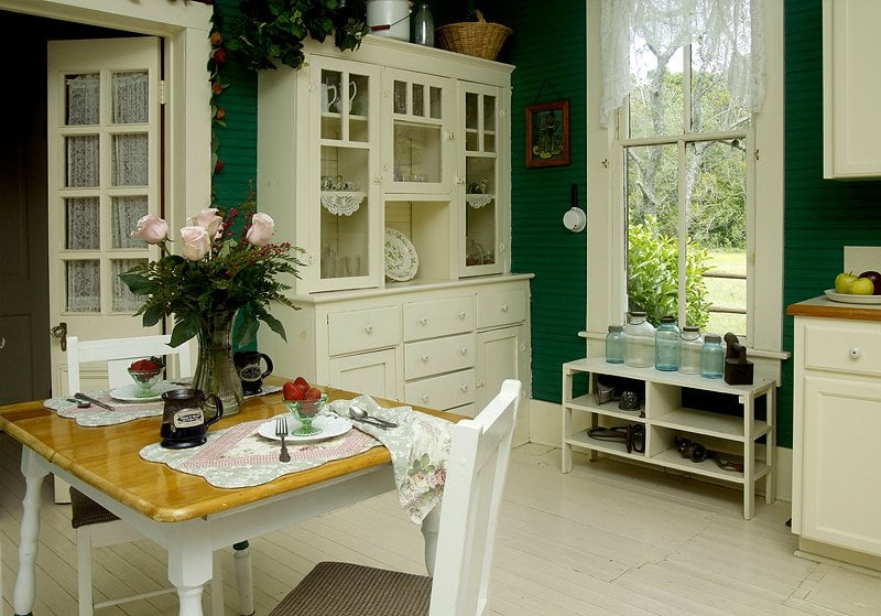 Maison D'Memoire Bed & Breakfast Cottages: 8450 Roberts Cove Rd, Rayne, LA