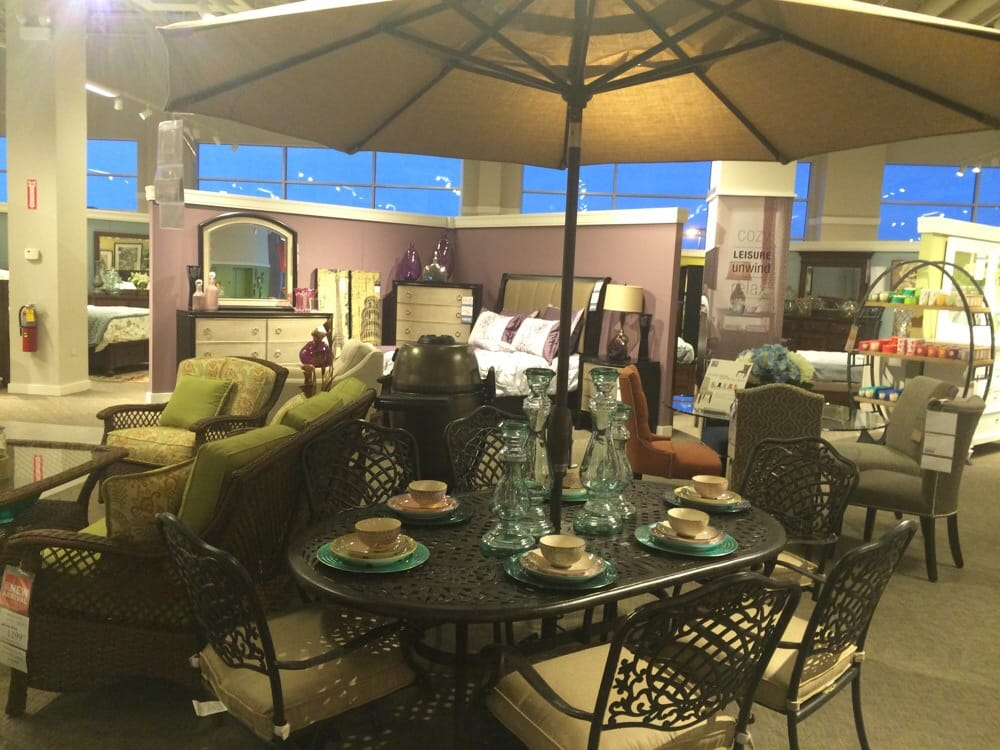 Arts Backyard Patio Set With Lots Of Colorful Umbrellas To Choose From Yelp