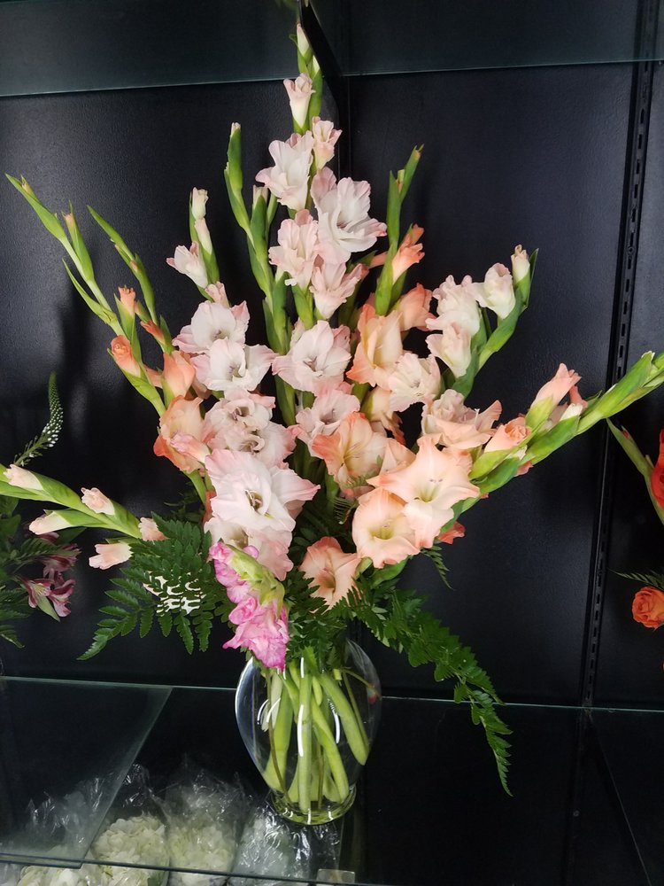 Floral Designs & Gifts: 408 Liberty St, Morris, IL