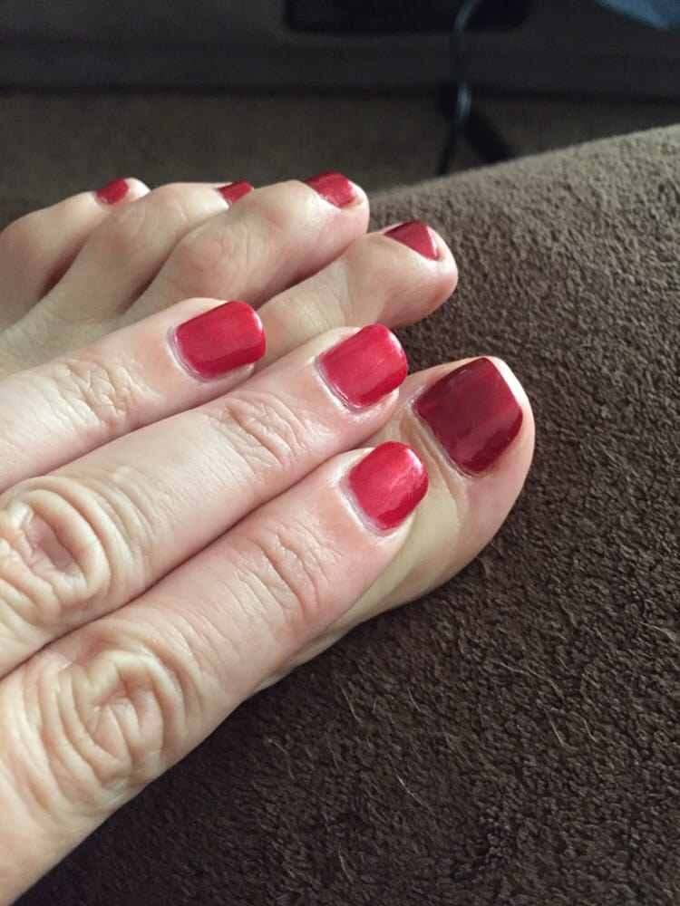 The matching gel & regular nailpolish were 2 totally different ...