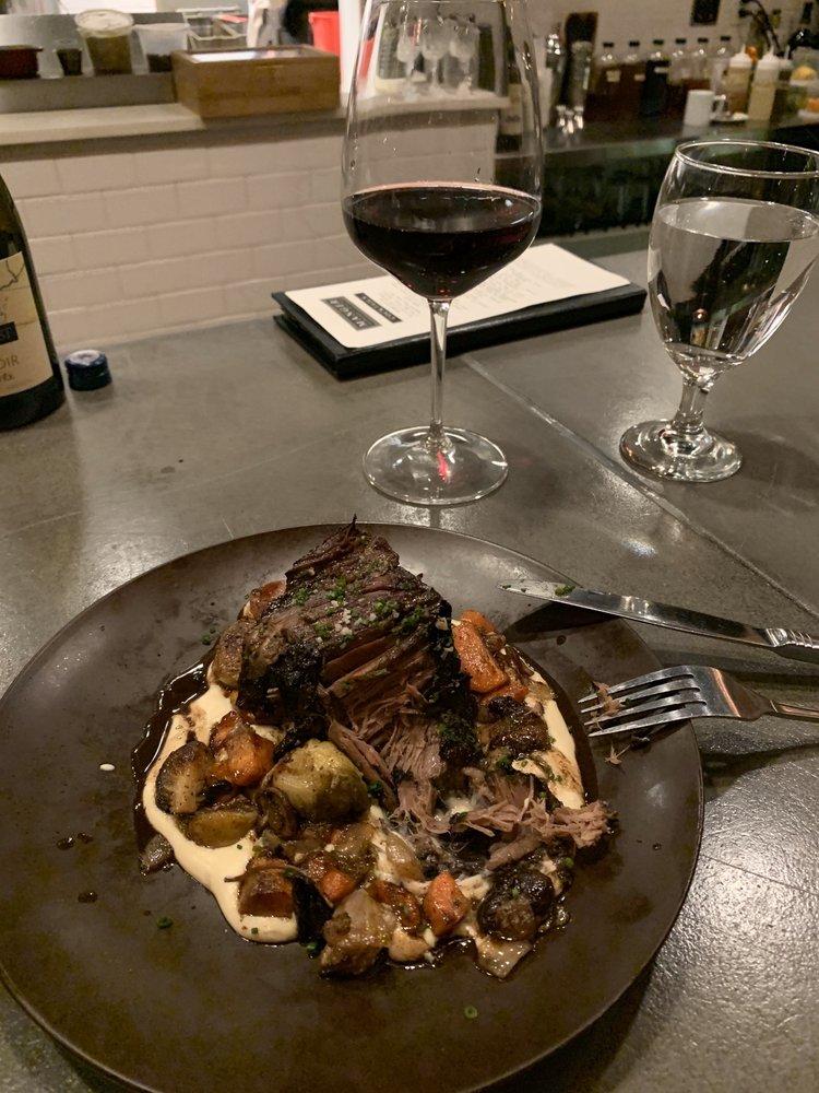 Manger Restaurant and Wine Bar: 320 5th Ave N, Bayport, MN
