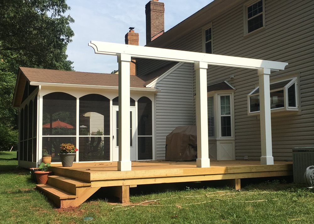 Community Deck and Fence: Ashburn, VA